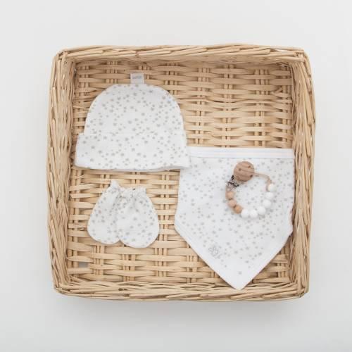 Pack gorro recién nacido con bandana y un par de manoplas con estampado de estrellas beige