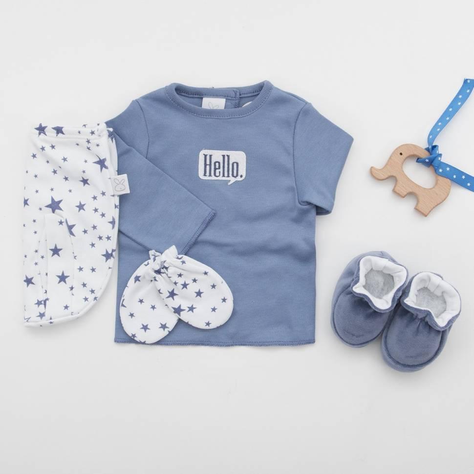 Pack recién nacido de primera puesta en color azul índigo con manoplas y patucos de terciopelo a juego.