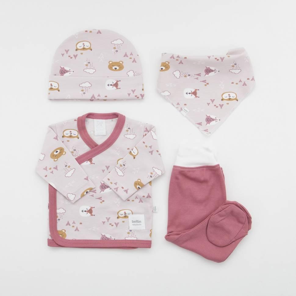 Pack de primera puesta para bebé de camiseta con pantalón, gorrito y bandana a juego. Modelo Nuka rosa