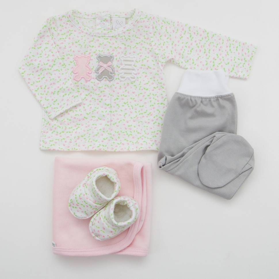 Pack de primera puesta para bebé de jersey con pantalón, patucos y trapito de lactancia a juego. Modelo Ositos rosa