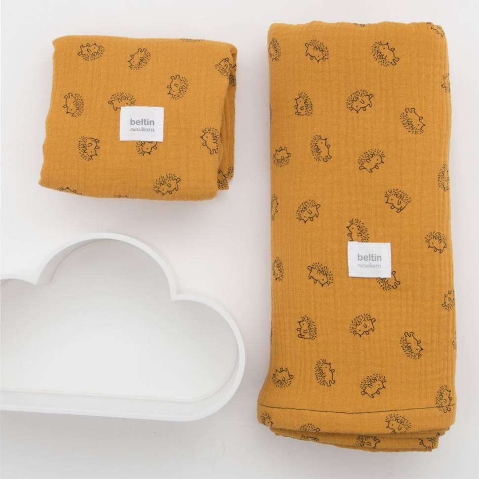 Pack de muselina maxi de 125x125 cms. y otra mini de 60x60 cms. modelo erizos en color mostaza de 100% algodón