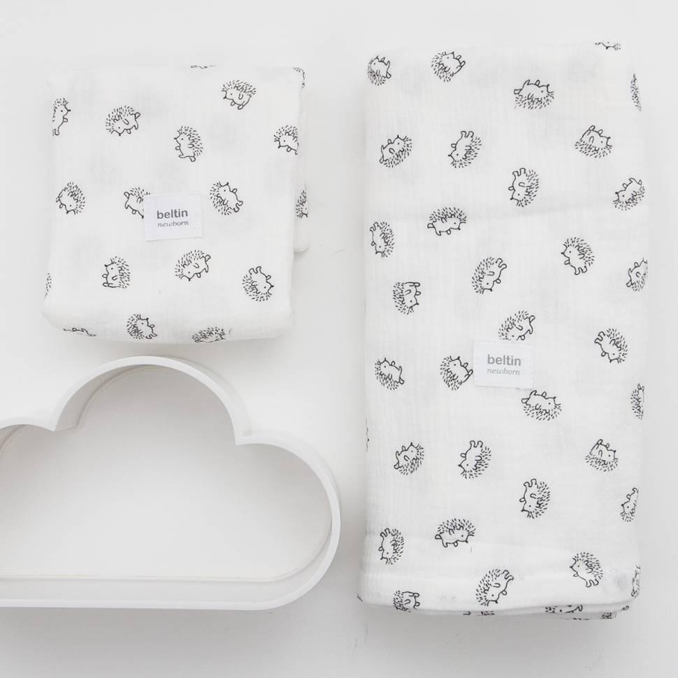 Pack de muselina maxi de 125x125 cms. y otra mini de 60x60 cms. modelo erizos en color blanco de 100% algodón