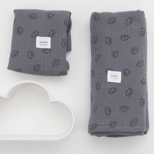 Pack de muselina maxi de 125x125 cms. y otra mini de 60x60 cms. modelo erizos en color gris de 100% algodón