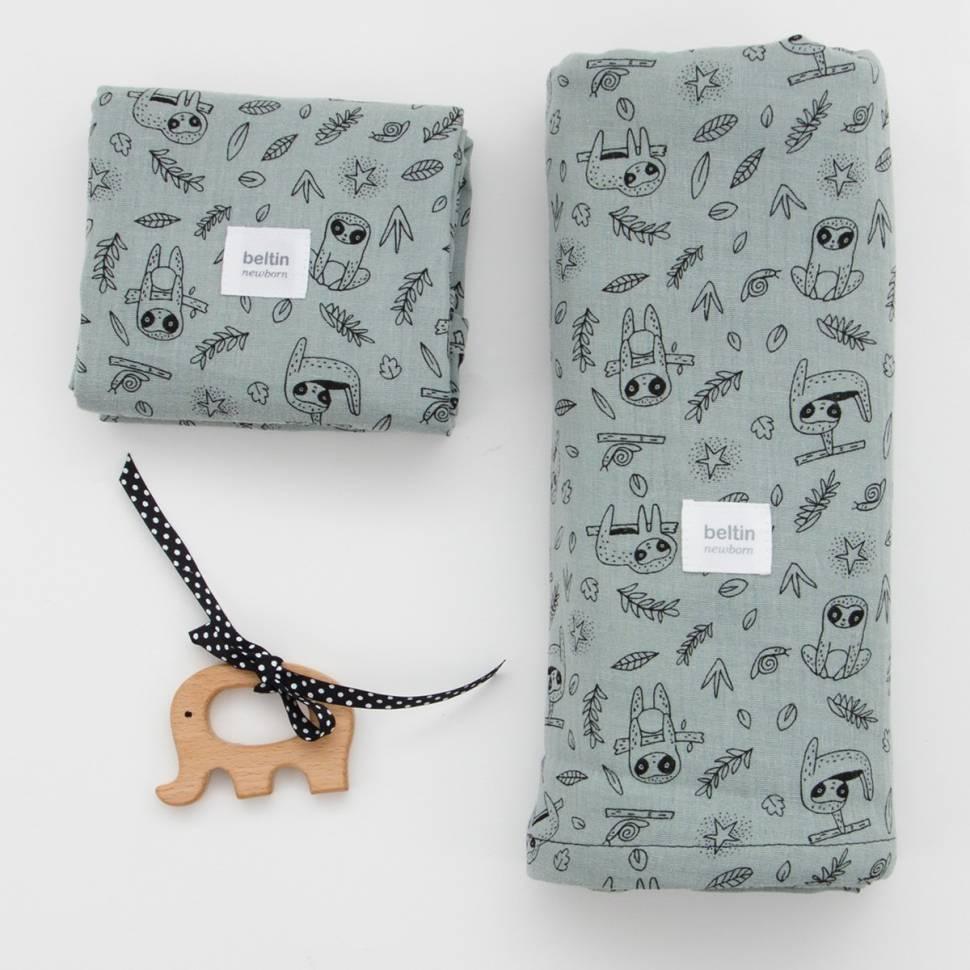 Pack de muselina maxi de 125x125 cms. y otra mini de 60x60 cms. modelo perezoso en color verde de 100% algodón